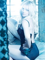 Britney Spears feat Sabi – (Drop Dead) Beautiful + preview album Femme Fatale